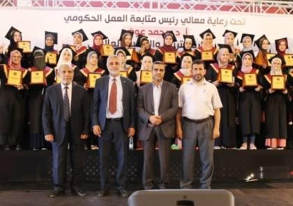 التعليم والمتابعة الحكومية يمنحان 500 دولار لأوائل الثانوية العامة بغزة