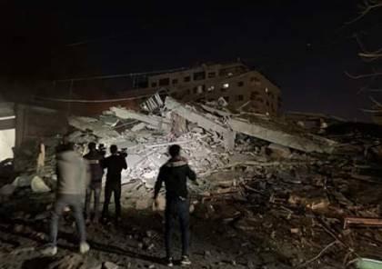 """بالصور.. طائرات الاحتلال تدمر عمارة سكنية تضم """"وكالة الاناضول"""" غرب مدينة غزة"""