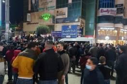 الدفع بتعزيزات امنية - المئات يحتشدون في الخليل لليوم الثاني على التوالي رفضا لإغلاق