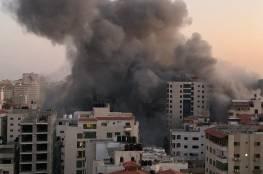 طائرات الاحتلال تدمر برج هنادي بشكل كامل وسط مدينة غزة