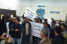 اعتصام مفتوح داخل مقر الأونروا بخانيونس للمطالبة بصرف التعويضات