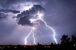 البرق يودى بحياة 27 شخصاً شرق الهند