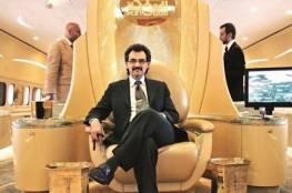 """الوليد بن طلال يمازح ملقحته ضد كورونا:""""أول مرة سعودية تعطيني إبرة"""" ..فيديو"""