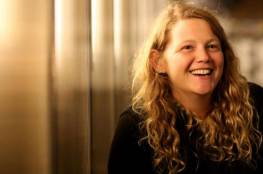 مغنية بريطانية داعمة لفلسطين تلغي حفلا بسبب تعرضها لتهديدات