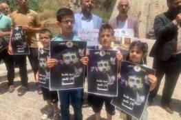 """في اليوم الـ13 من إضرابه.. """"الجهاد"""" تنظم وقفة تضامنية مع الأسير خضر عدنان"""