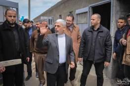 بالصور.. السنوار يتفقد مكان انشاء مركز حجر صحي في قطاع غزة