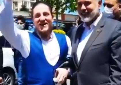 فيديو: مواطن تركي يفاجئ إسماعيل هنية.. شاهد ماذا قال ؟