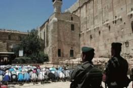 آلاف المواطنين يؤدون صلاة الجمعة في المسجد الإبراهيمي