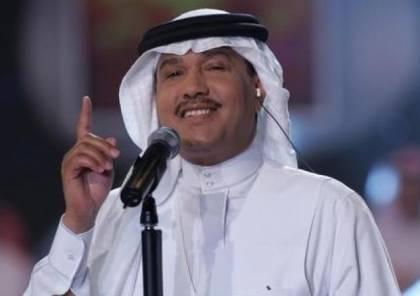 فيديو.. محمد عبده يحرج أحدى حضور حفله بعد أن رآه ينظف أنفه!