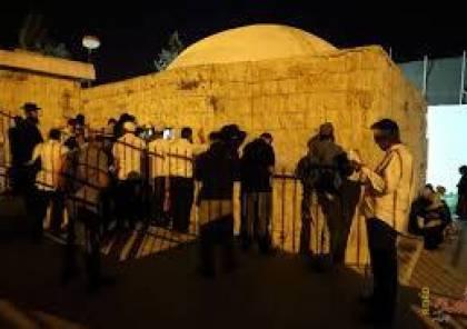مئات المستوطنين يقتحمون مقامات دينية وتاريخية في عورتا
