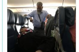 """""""هذا هو الحب"""".. وقف 6 ساعات بالطائرة لتتمكن زوجته من النوم"""