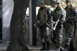"""الاحتلال يعتقل 56 عاملاً دخلوا """"إسرائيل"""" بدون تصاريح"""