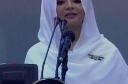 """مذيعة سودانية حسناء تخطف الأضواء في """"فرح السودان"""""""