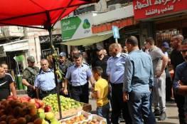 شرطة جنين تباشر بتنظيم أسواق المدينة وتمنع التعديات وتصادر مركبات غير قانونية