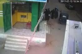 فيديو صادم: أب يمطر ابنه بالرصاص ويقتله أمام والدته