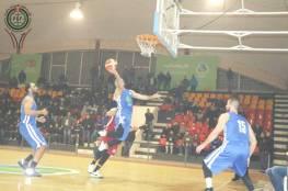 فريق بيت ساحور يحقق الفوز على حامل اللقب في دوري السلة