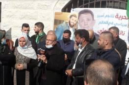 وقفة دعم وإسناد أمام منزل الأسير نائل البرغوثي في كوبر