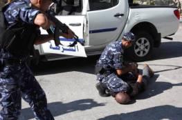 القبض على ثلاثة متهمين بقضايا ابتزاز وسرقة في نابلس