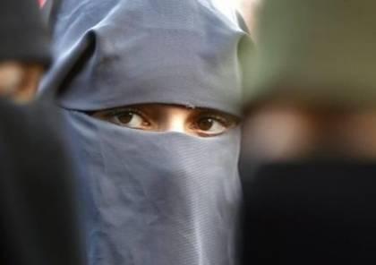شاب في الأردن يرتدي ملابس نسائية ليُمتحن مكان محبوبته