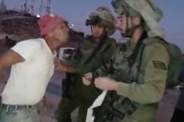 جيش الاحتلال يعتدي على عائلة في الخليل ويعتقل أحد أفرادها (فيديو)