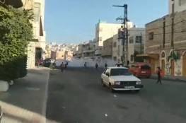 إصابة عشرات الطلبة بالاختناق جراء إطلاق الاحتلال قنابل الغاز في البلدة القديمة
