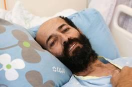 صحيفة إسرائيلية: الحقيقة مريرة.. فلسطيني مضرب عن الطعام يحتضر