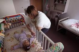 لماذا يجب أن ينام الرضع في غرفة آبائهم؟