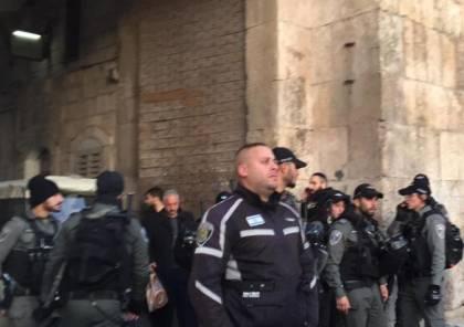 الالاف يؤدون صلاة الفجر في الأقصى وشرطة الاحتلال تعتدي على المصلين