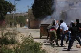 إصابة شاب في مواجهات كفر قدوم مع جنود الاحتلال وحالات اختناق جماعية