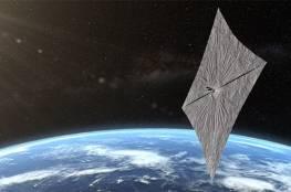 إطلاق أول مركبة فضائية تعمل بضوء الشمس
