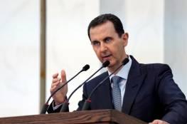 """فيديو: الأسد يقاطع تصفيق الحضور بـ""""نكتة"""" عن الأمريكيين والأتراك"""