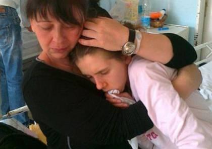 أم تقابل ابنتها لأول مرة بعدما أفاقت من غيبوبة دامت 7 سنوات