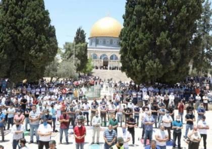 """20 ألف مصل يؤدون """"الجمعة"""" في رحاب المسجد الأقصى"""