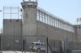 """إدارة سجن """"عوفر"""" تحجر 9 أسرى ممن خالطوا الأسير المحرر المُصاب بكورونا"""