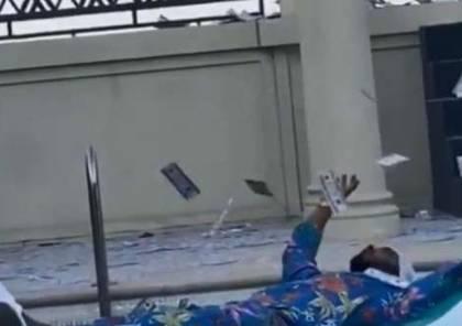 تحرك ضد الفنان محمد رمضان بعد رمي الدولارات في حمام السباحة