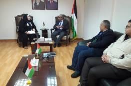 وزير الأشغال يتفقد غرفة تجارة وصناعة غزة