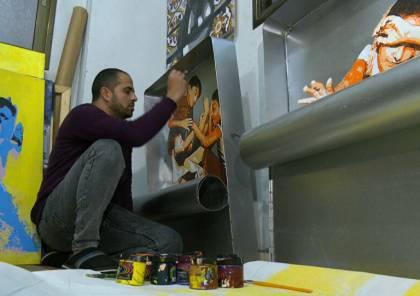 فلسطيني يبدع برسم معاناة اللجوء والحصار داخل علب السردين (صور وفيديو)
