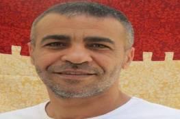 الاحتلال يماطل في نقل الأسير أبو حميد إلى المستشفى رغم تدهور وضعه الصحي