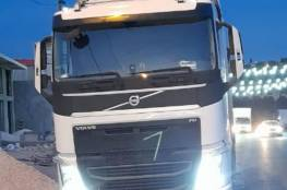 الضابطة الجمركية تضبط شاحنة كبيرة محملة مخلفات بناء قادمة من إسرائيل في سلفيت