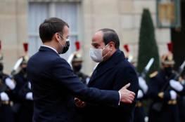 صورة تكشف منح السيسي أعلى وسام في فرنسا بحضور ماكرون وزوجته