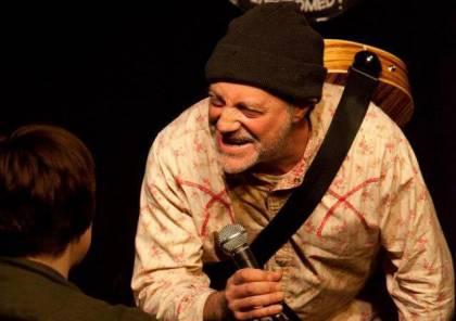 وفاة فنان كوميدي على المسرح أثناء أداء عرض في انجلترا