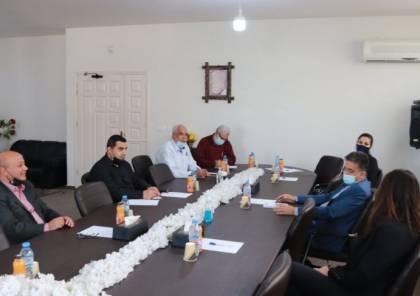 """غزة: تفاصيل اجتماع أبو هولي مع نائب مفوض عام """"أونروا"""" ليني ستينيث"""