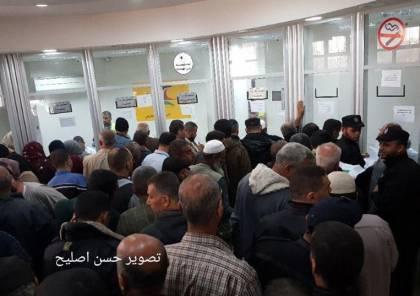 بالصور : بدء صرف المنحة القطرية لموظفي غزة