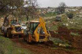 """الاحتلال يجرف أراض في أبو ديس لصالح مستوطنة """"كيدار"""""""