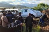 """بالصور.. دفن سياسي أفريقي مع سيارته """"مرسيدس بنز"""""""