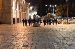 الاحتلال ينتهك حرمة رمضان ويعتدي على الأقصى والمصلين عقب صلاة التراويح