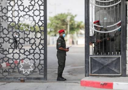 وفد قيادي من حماس وفتح يغادر غزة للقاء المسؤولين المصريين تزامنا مع مغادرة الرجوب الى القاهرة