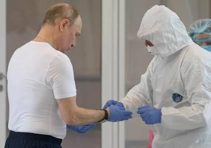تحدى كورونا .. فيديو وصور : تعلم من بوتين كيف تطهر يديك