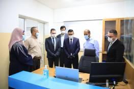 """خانيونس :""""جوال"""" تدعم بلدية الفخاري بأجهزة مكتبية"""