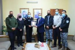 الضابطة الجمركية تكرم إبراهيم ملحم وغسان نمر تقديراً لجهودهم وعطائهم